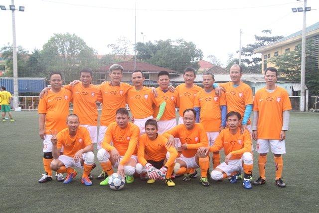 Tin thể thao: Giao hữu bóng đá U40 Định Hải & U40 FC Đống Đa – Huế