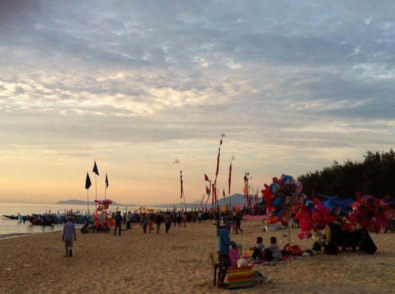 Tại sao lại bỏ Hội đua thuyền của quê hương ?